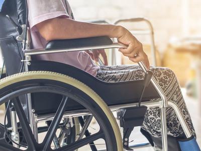 Thumb sclerosi multipla sedia a rotelle